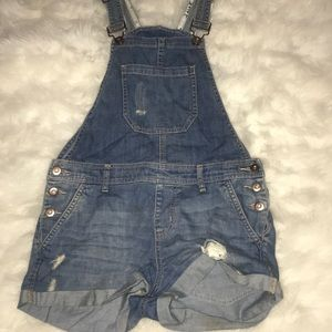 Short Overalls • Says size 27 can fit smaller •